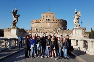 Rīgas Komercskolas audzēkņi piedalījās izzinošajā ceļojumā «Iepazīsti Romu un Vatikānu»