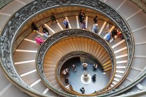 Tālmācības vidusskolas audzēkņi piedalījās izzinošajā ceļojumā «Iepazīsti Romu un Vatikānu»