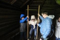 Rīgas Komercskola audzēkņi izrādās veiklībā