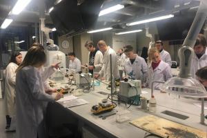 Ķīmijas konsultācija LU Dabaszinātņu Akadēmiskajā centra laboratorijā
