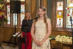 Rīgas Komercskola absolvente saka pateicības runu