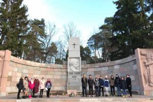 Vēstures stunda pie Jāņa Čakstes pieminekļa