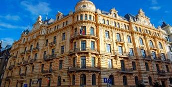 Par mums - Tālmācības vidusskola «Rīgas komercskola» ir akreditēta vispārējās izglītības mācību iestāde