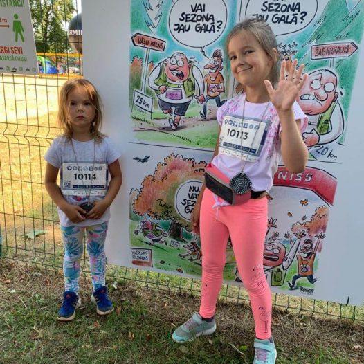 Rīgas Komercskolas audzēkņi taku skrējienu seriālā «Stirnu buks»