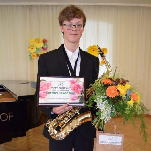 Gustavam Jākobsonam tituls «Gada audzēknis» Tukuma mūzikas skolā